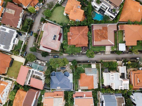 街並みを上空から撮影している写真